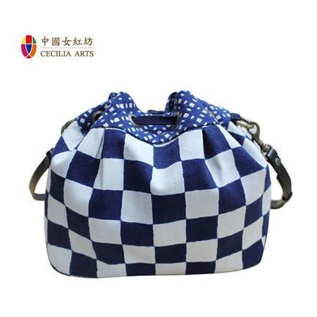 時尚藍染  中國女紅坊 -斜背水桶包(棋盤格) / 背包