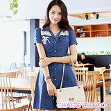 預購【CHACO韓國】雙肩併接蕾絲繡花排釦式短袖連身牛仔洋裝CLEB-O-31(藍色M/L)