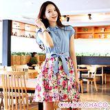 預購【CHACO韓國】排釦式蝴蝶結腰間綁帶花朵裙擺短袖連身洋裝CLEB-O-13(藍色S/M/L)