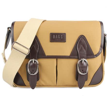 DAKS 新款素面帆布雙扣環裝飾斜背小書包-卡其色
