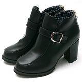 【Moscova】自信風 皮帶扣飾後拉鍊高跟足裸靴-黑色