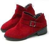 【Moscova】V型鞋口設計。金屬搭扣磨沙皮質後拉鍊裸靴-紅色