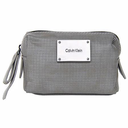 Calvin Klein淺灰色點點紋皮革 黑銀飾牌輕巧化妝包