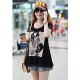 【韓系女衫 中大尺碼】時尚印花黑色蕾絲花邊短袖T恤