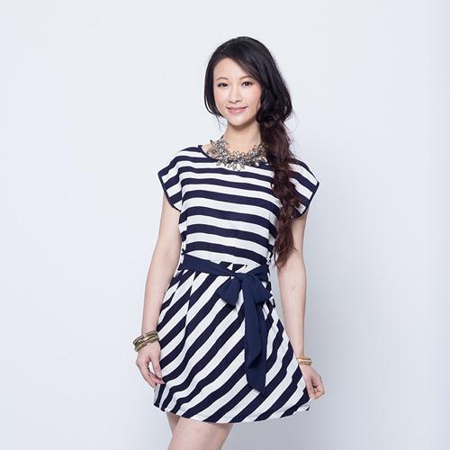 女裝後綁結連身裙~藍白條紋^(F^)