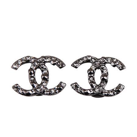 CHANEL 經典雙C LOGO鑲鑽設計金屬耳環(黑)