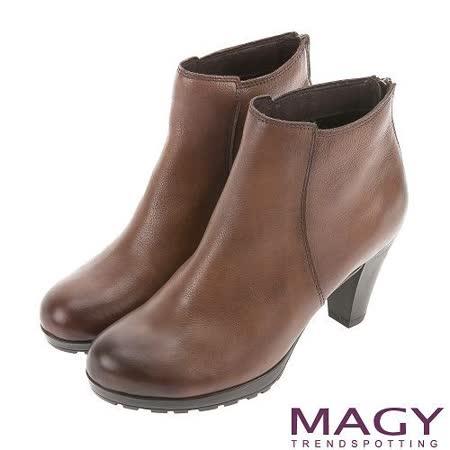 MAGY 紐約時尚步調 復古蠟感牛皮粗跟踝靴-可可