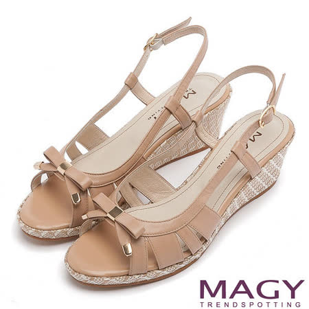 MAGY 時尚穿搭必備款 皮革線條簍空楔型涼鞋-棕色