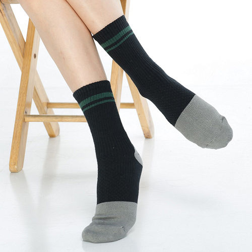 【KEROPPA】可諾帕竹碳運動型健康女襪x2雙C90013-黑配綠條