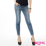 SOMETHING 窄直筒NEO FIT合身牛仔褲-女-石洗藍