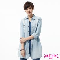 SOMETHING 條紋長版牛仔襯衫外套-女-重漂藍