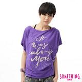 SOMETHING 隨性文字寬版T恤-女-紫色