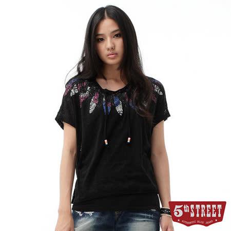5th STREET 圖騰燒花羽毛印T恤-女-黑色