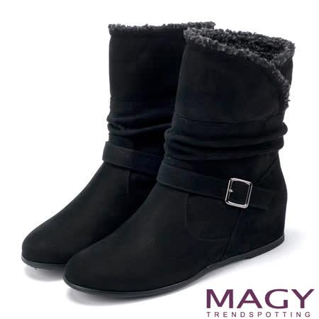 MAGY 暖冬時尚 2WAY抓皺皮帶釦環內增高短靴-黑色