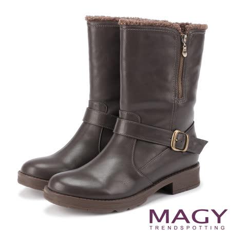 MAGY 街頭率性風 個性騎士皮帶低跟中筒靴-咖啡