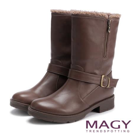 MAGY 街頭率性風 個性騎士皮帶低跟中筒靴-可可