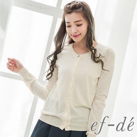 【ef-de】GO獨有 背鏤空蕾絲花珠飾排釦針織罩衫外套(米白)