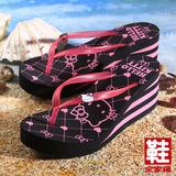 (女) Hello Kitty 菱格厚底夾腳海灘拖鞋 黑  鞋全家福