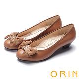 ORIN 柔美浪漫 織帶蝴蝶結五金花飾粗低跟鞋-棕色