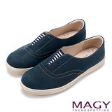 MAGY 舒適樂活 無鞋帶造型條紋百搭休閒鞋-藍色