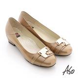 【A.S.O】玩美彈麗 全真皮金屬裝飾鏡面低跟鞋(卡其)