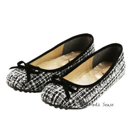 Moda Sense  香奈兒經典時尚名媛娃娃鞋-黑米 M6S8-A120