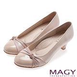 MAGY 美女系專屬 排鑽點綴柔軟雙材質真皮中跟鞋-粉紅