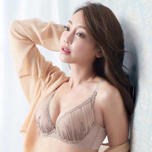 【華歌爾】羽紗記形Bra美麗記得住D-E 罩杯內衣(粉妝膚)