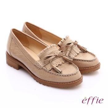 【effie】 都會休閒 絨面壓紋真皮縫線流蘇樂福鞋(卡其)