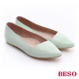 【BESO】 極簡風格 真皮斜口厚軟墊平底鞋(淺綠)