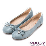 MAGY 甜心女孩 LOGO圓牌蝴蝶結娃娃鞋-藍色