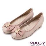 MAGY 甜美混搭新風貌 壓紋織帶滾邊蝴蝶結真皮娃娃鞋-粉紅