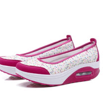 【Maya easy】增高搖擺鞋淑女淺口型氣墊好走鞋-35-40號【點點紅白色】