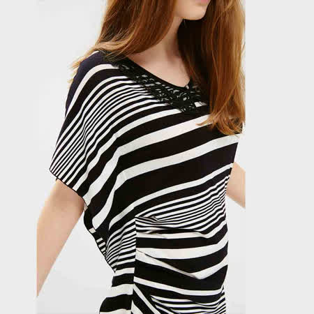 ICHE衣哲 黑白條紋不規則合身造型洋裝