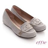【effie】樂活時尚 全真皮閃亮穿帶內增高平底鞋(淺灰)
