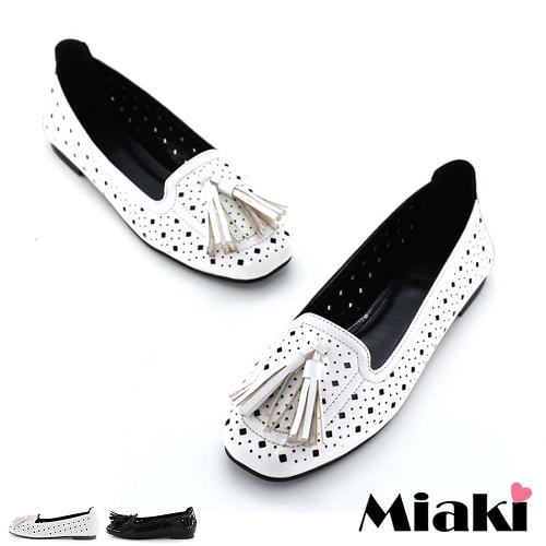 ~Miaki~包鞋首爾流蘇洞洞平底休閒鞋 ^(白色 黑色^)