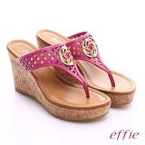 effie 摩登美型 真皮鏤空大釦飾Y字楔型拖鞋(桃紅)
