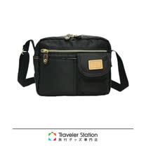 《Traveler Station》SPASSO 超輕便休閒側背包(多色任選)