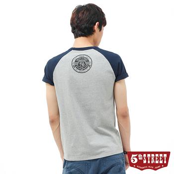 5th STREET 安全帽翅膀圖T恤-男-麻灰