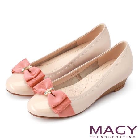MAGY 甜美百搭款 花朵金屬鑽飾楔型牛皮低跟鞋-粉紅