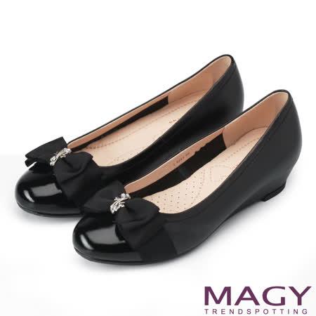 MAGY 甜美百搭款 花朵金屬鑽飾楔型牛皮低跟鞋-黑色