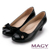 MAGY 美女系專屬 幸運草鑽飾雙材質真皮中跟鞋-黑色