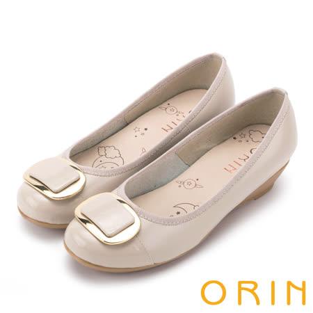 ORIN 魅力OL款 金屬方釦牛皮楔型跟鞋-米色