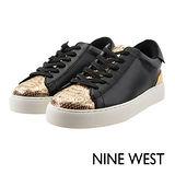 NINE WEST--摩登時尚運動風休閒鞋--黑金拼接