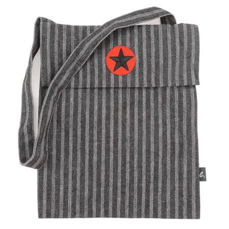 agnes b.星星刺繡條紋輕便斜背布包(黑灰)