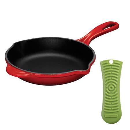 LE CREUSET 琺瑯鑄鐵 單柄圓形煎盤 23cm (櫻桃紅) + 耐熱矽膠鍋把套 (奇異果綠)