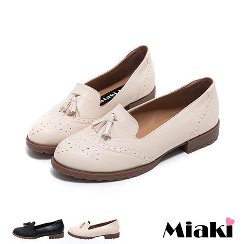 ~Miaki~MIT 英倫牛津流蘇雕花學院低跟包鞋 ^(米色 黑色^)