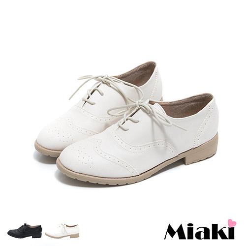 ~Miaki~MIT 英倫雅痞牛津雕花綁帶低跟包鞋 ^(白色 黑色^)
