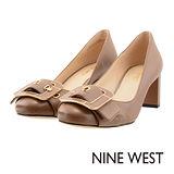 NINE WEST--扣飾皮革高跟鞋--典雅膚