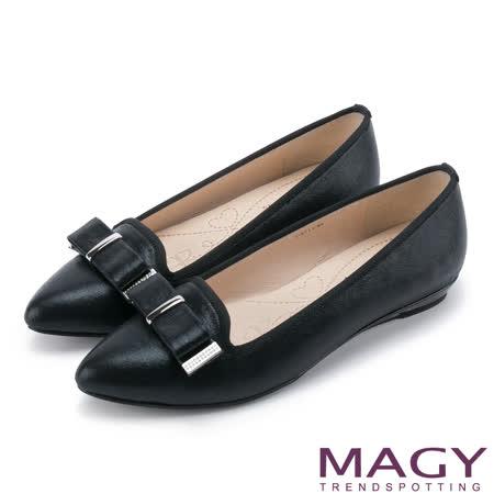 MAGY 復古上城女孩 質感亮布蝴蝶結平底尖頭鞋-黑色